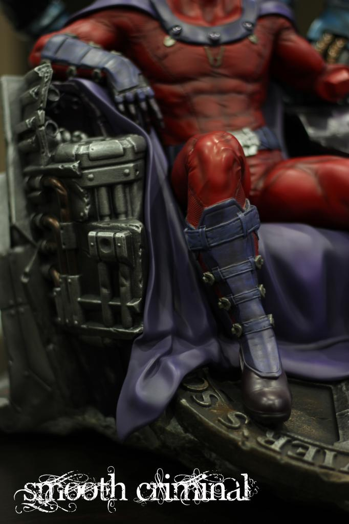 Premium Collectibles : Magneto on Sentinel Throne - Page 13 MAG10_zps94df0286