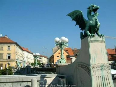 Here be dragons... Dragonbridge_zpsr4txtch4