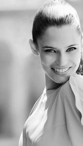 Iria Isabelle Isoradi