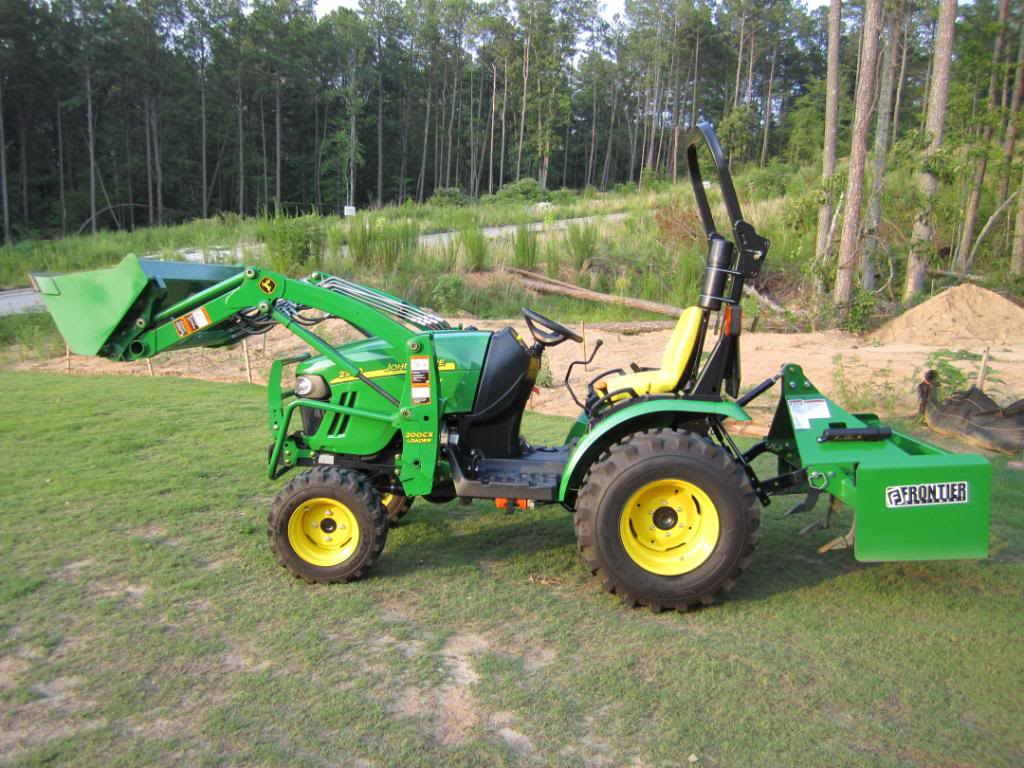 John Deere 2320 Compact Utility Tractor with attachments Tractor006