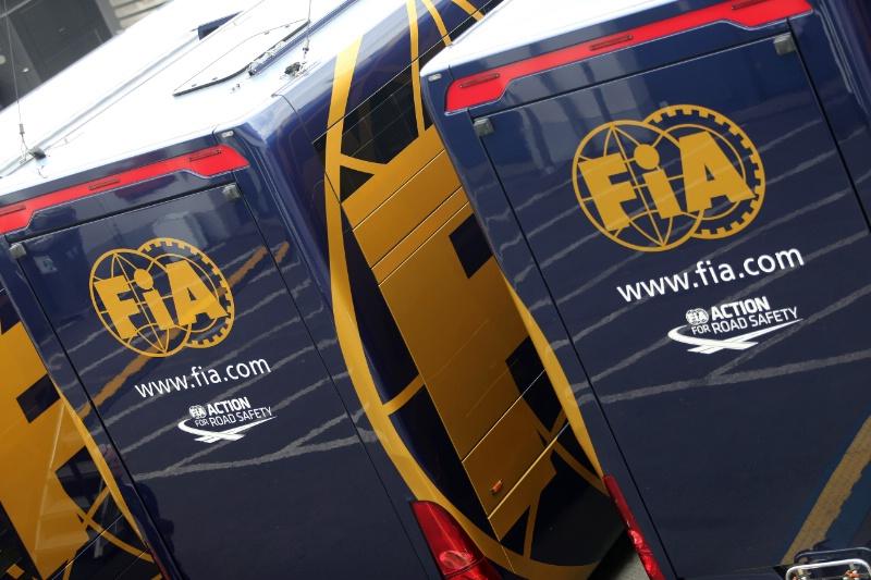 ¿Como funciona el sistema de sanciones post carrera en F1 Friends Cup? W4h4whw4hh4w_zpsc20a019b