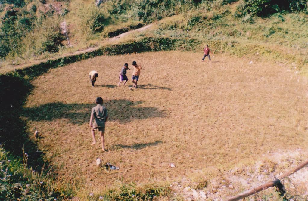 அழகான நெல் வயல்கள்2 - Page 15 Suruk_football_field