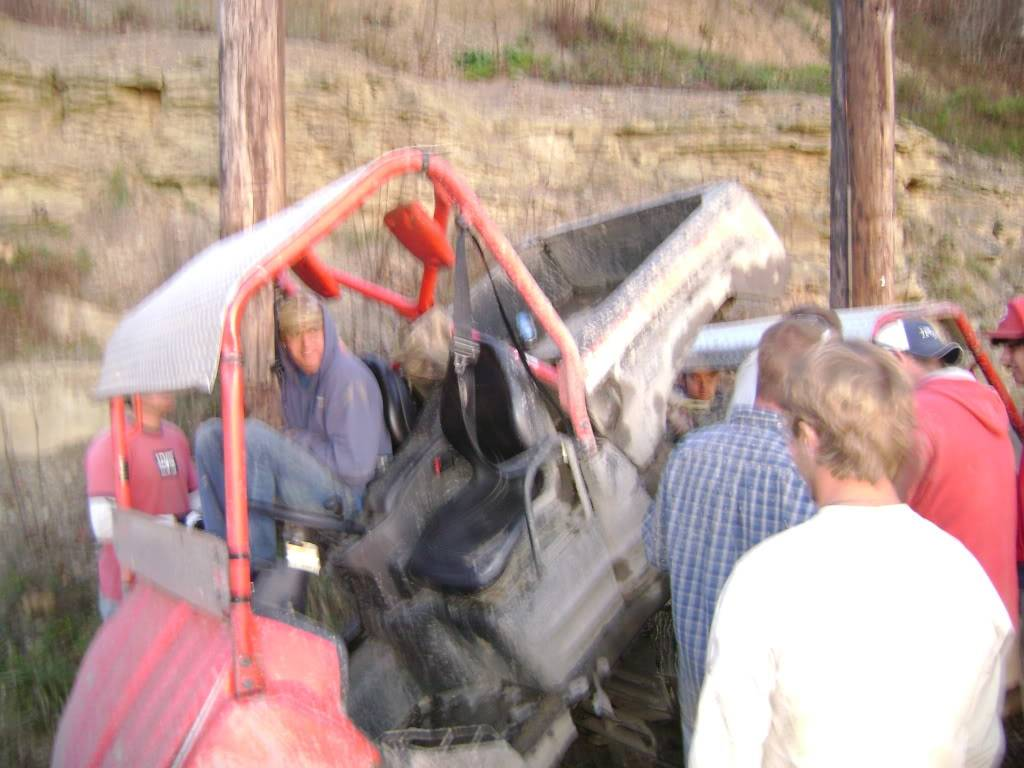 Broken rear hub DSC00959