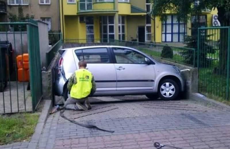 Zanimljive slike Car-gets-stuck