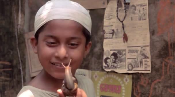 Matir Moyna (Bangladesh, 2002) The Clay Bird OPssaro02