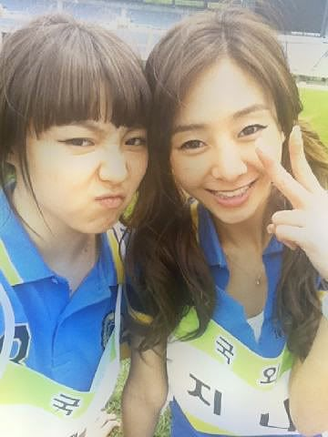 [NOT] MIN  poses with G.NA for a friendly photo 20110520_gna_min