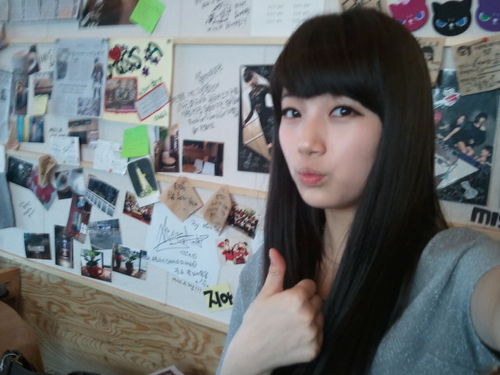 miss A's Suzy thanks fans from her mom's cafe 20111005_suzy_cafe