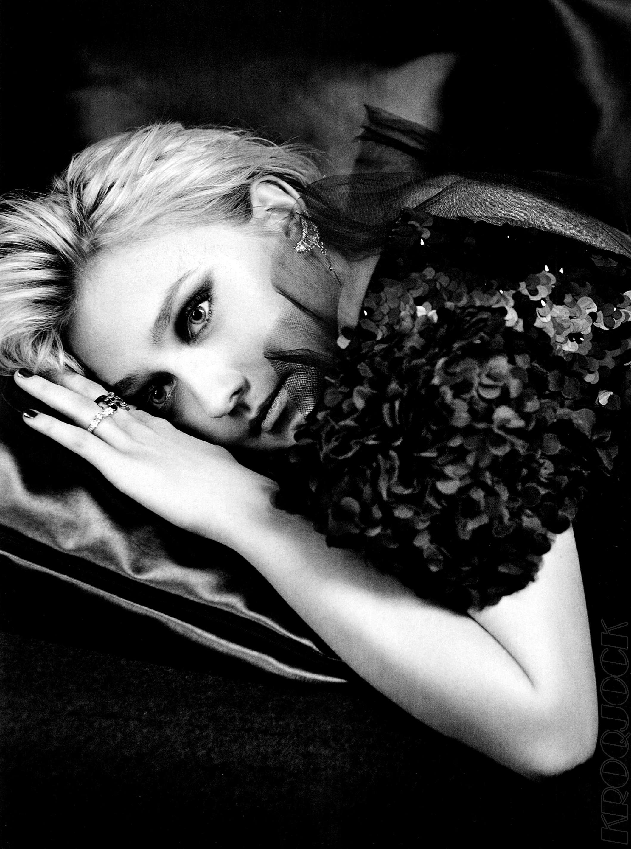Dakota Fanning / Michael Sheen - Imagenes/Videos de Paparazzi / Estudio/ Eventos etc. - Página 5 Dakota01-2
