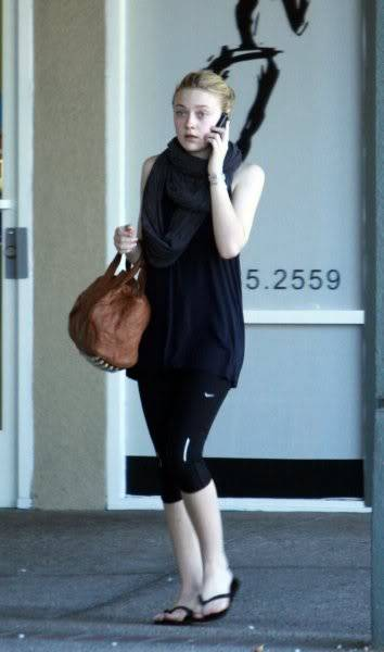 Dakota Fanning / Michael Sheen - Imagenes/Videos de Paparazzi / Estudio/ Eventos etc. - Página 2 Twilightxchange-df1-
