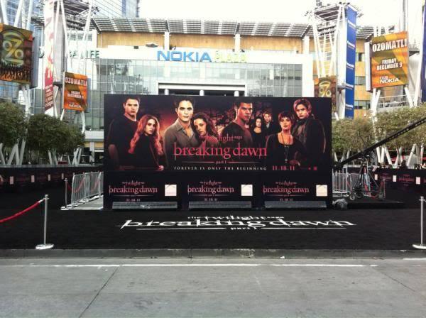 EVENTO - Premier AMANECER 1 en LA (14/11/2011) AePl6aFCEAAwHe1