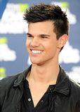 MTV Movie Awards 2011 - Página 4 Th_MMAtapete021
