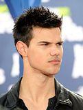 MTV Movie Awards 2011 - Página 4 Th_MMAtapete041