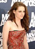 MTV Movie Awards 2011 - Página 4 Th_MMAtapete051