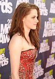 MTV Movie Awards 2011 - Página 4 Th_MMAtapete052