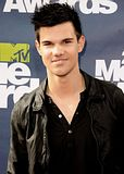 MTV Movie Awards 2011 - Página 4 Th_MMAtapete083