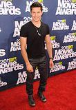 MTV Movie Awards 2011 - Página 4 Th_MMAtapete149