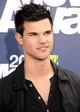 MTV Movie Awards 2011 - Página 4 Th_MMAtapete152