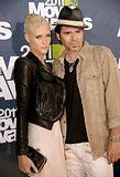 MTV Movie Awards 2011 - Página 4 Th_MMAtapete161