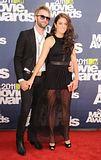 MTV Movie Awards 2011 - Página 4 Th_MMAtapete173