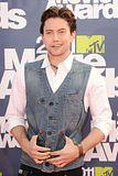 MTV Movie Awards 2011 - Página 4 Th_MMAtapete177