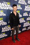 MTV Movie Awards 2011 - Página 4 Th_MMAtapete211