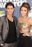 MTV Movie Awards 2011 - Página 4 Th_MMAtapete212