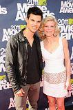MTV Movie Awards 2011 - Página 4 Th_MMAtapete215
