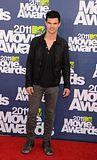 MTV Movie Awards 2011 - Página 4 Th_MMAtapete251