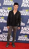 MTV Movie Awards 2011 - Página 4 Th_MMAtapete252