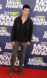 MTV Movie Awards 2011 - Página 4 Th_MMAtapete253