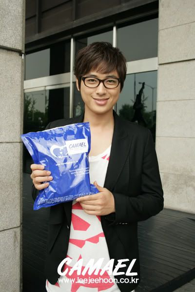 3rd Snack Delivery to Jee Hoon in a row! ^_^ B_E823A537EAB3DB251E8ED9B0F0309051