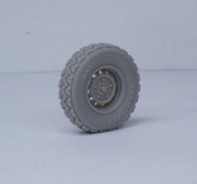 Land Rover  Wolf  W.M.I.K  G90 wheels set   Def.Model 1/35 50620503
