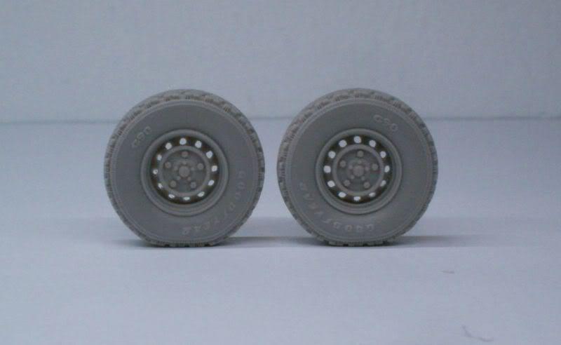 Land Rover  Wolf  W.M.I.K  G90 wheels set   Def.Model 1/35 50620507