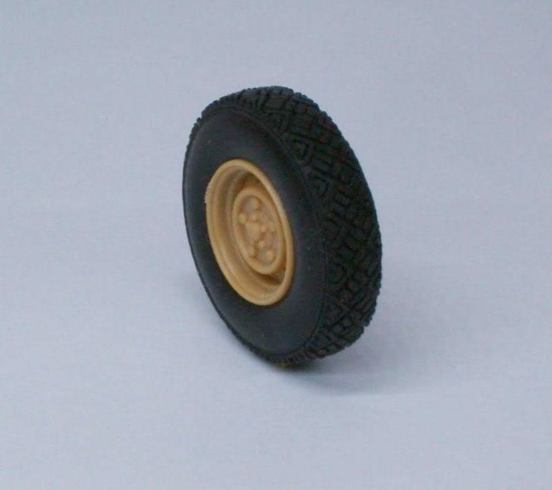 Land Rover  Wolf  W.M.I.K  G90 wheels set   Def.Model 1/35 50620509