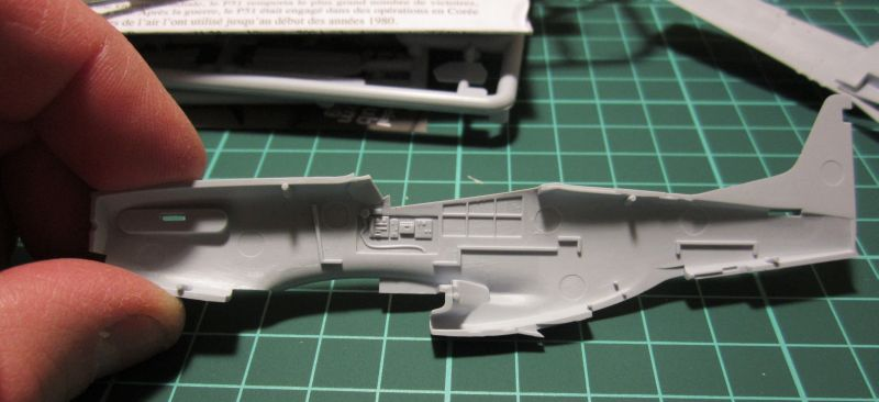 Armado y comparativa P-51 D Airfix new mold, P-51 D Academy with Jeep IMG_5684_zpsi0y3pm1t