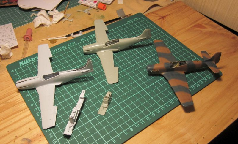 Armado y comparativa P-51 D Airfix new mold, P-51 D Academy with Jeep IMG_5709_zpsdbzeafdt