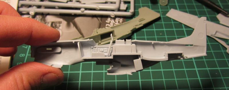Armado y comparativa P-51 D Airfix new mold, P-51 D Academy with Jeep IMG_5696_zpsbkiqhuun