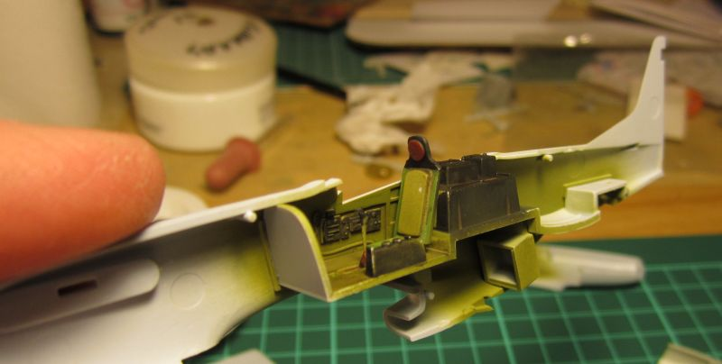 Armado y comparativa P-51 D Airfix new mold, P-51 D Academy with Jeep IMG_5724_zpsanb7s6kk