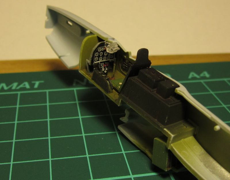 Armado y comparativa P-51 D Airfix new mold, P-51 D Academy with Jeep IMG_5726_zps7j5pkgyf