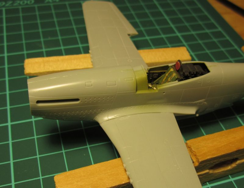 Armado y comparativa P-51 D Airfix new mold, P-51 D Academy with Jeep IMG_5743_zps8kelh4nn