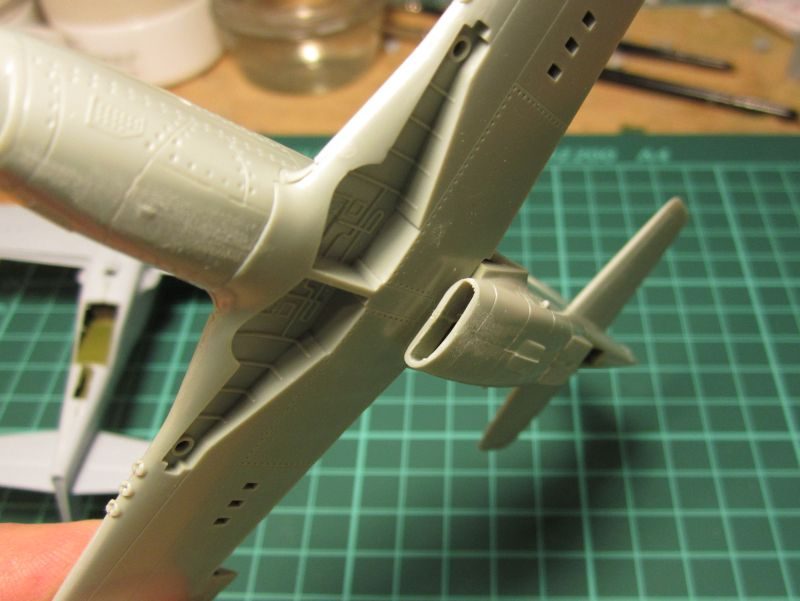Armado y comparativa P-51 D Airfix new mold, P-51 D Academy with Jeep IMG_5767_zpsql3z6hom