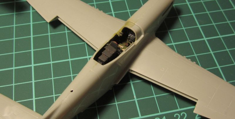 Armado y comparativa P-51 D Airfix new mold, P-51 D Academy with Jeep IMG_5777_zpsapnznl5a