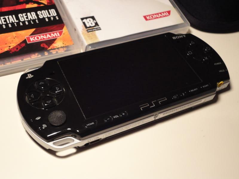 Vendo PSP 3000 + Cartão 2GB + 5 Jogos DSC00829