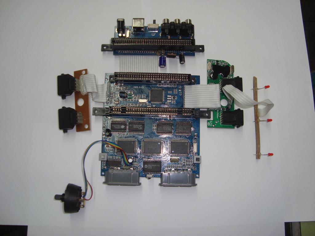 Por dentro do Retron 3... DSC00327