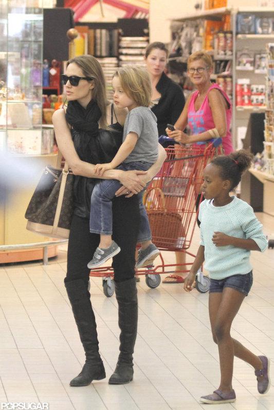Анжелина Джоли / Angelina Jolie - Страница 4 E50781aeb1648e46_AJolieKIDSexclu0092312_075_X17JPGxxxlarge_wm