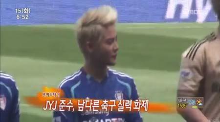 """PROGRAMA """"MBC News"""" - Junsu es bueno en el fultbol y cantando (14/05/2012) Gtrgtrg-2"""
