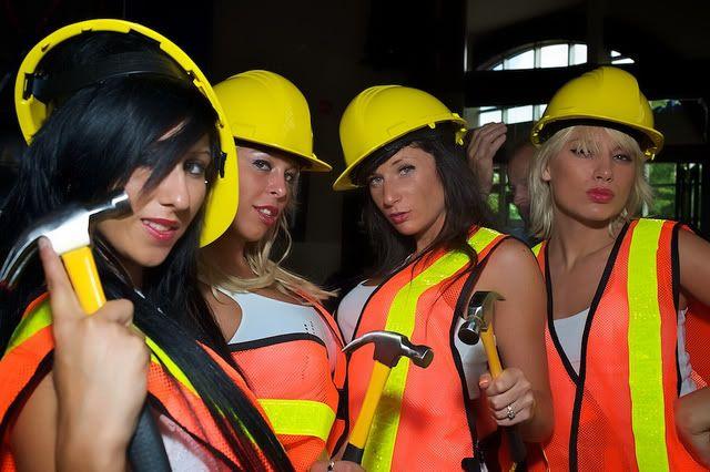 les éléments - Page 3 Sexy_construction_5