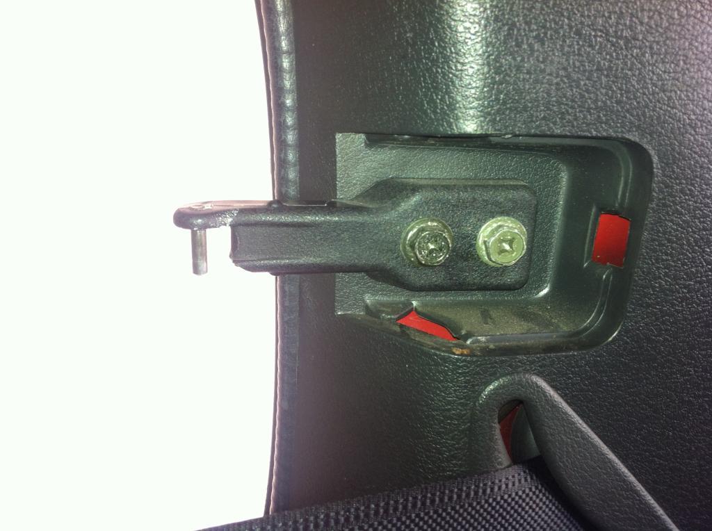 Rear window clip/bracket EF239DE4-E989-4711-B0F3-FD8DA60B6848