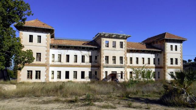 Hospitales y Sanatorios con leyendas y apariciones abandonados en España Busot2_zps6ed2cb8e