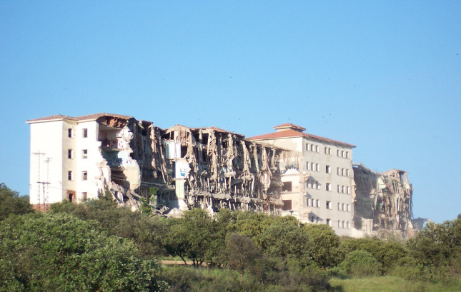 Hospitales y Sanatorios con leyendas y apariciones abandonados en España La-atalaya2_zpsaa4ed872